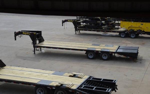 """Big Tex 102""""x25'+5' Tandem Axle Gooseneck w/Mega Ramps"""