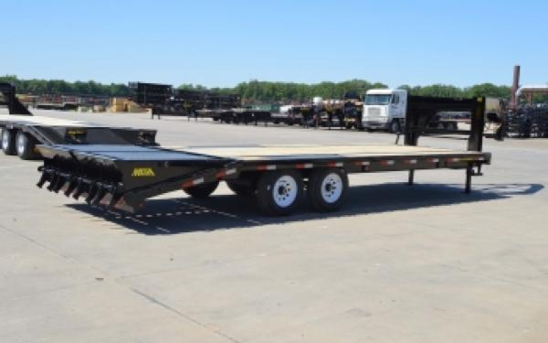 Big Tex 14GN-20BK+5MR Single Wheel Gooseneck Trailer w/ Mega Ramps