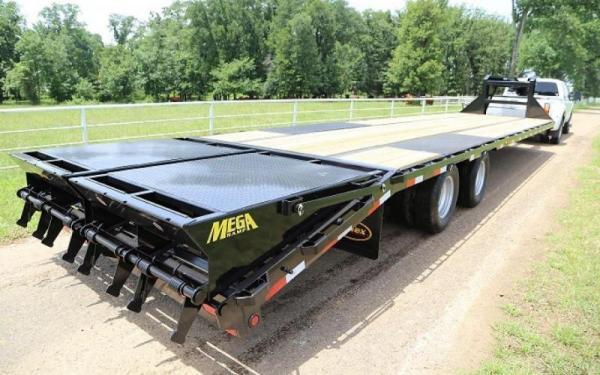 Big Tex 22GN,102 x 35 +5 Lo Pro,DT,2-MegaRamps,Black