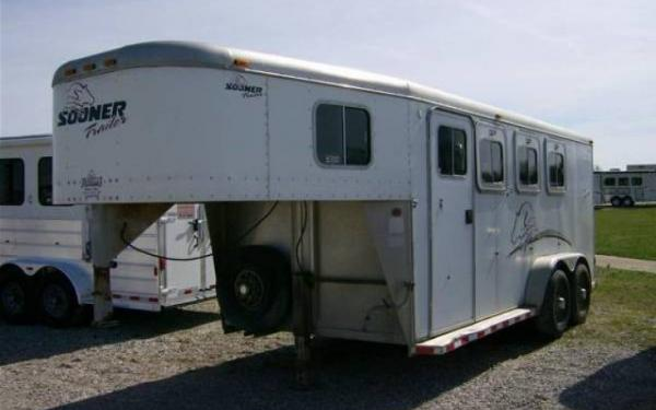 2000 Sooner Trailers Three Horse with 4' Dress