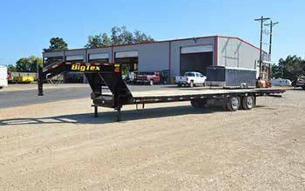 Big Tex 35' Gooseneck Tandem-Dual Flatbed Trailer Hydraulic Dovetail